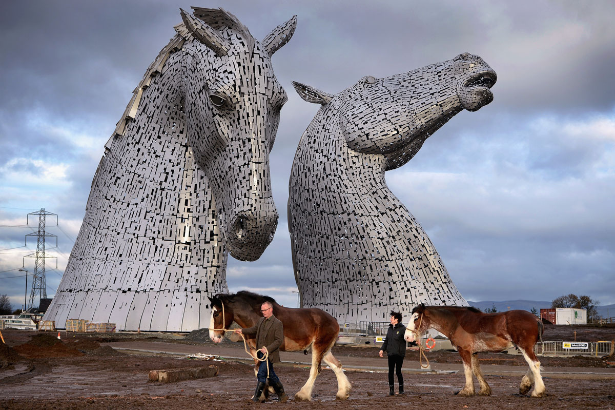 the kelpies world�s largest horse head sculptures unveiled