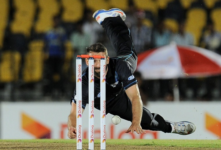 New Zealand cricketer Andrew Ellis makes an unsuccessful attempt to run out Sri Lankan batsman Tillakaratne Dilshan during the second One Day International (ODI) cricket match. (LAKRUWAN WANNIARACHCHI / AFP/Getty Images)