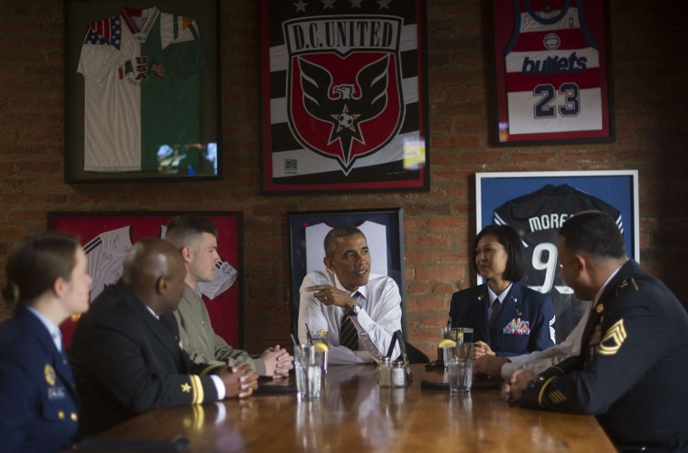US President Barack Obama (C) and Vice President Joe Biden (not seen R) have lunch with US service members at Molly Malone's in Washington, DC, November 12, 2013. (Jim Watson/AFP/Getty Images)