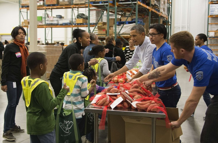 US President Barack Obama (3rd R) hands out onions at the Washington Area Food Bank in Washington, DC, November 27, 2013, ahead of the Thanksgiving holiday with his family. (Jim Watson/AFP/Getty Images)