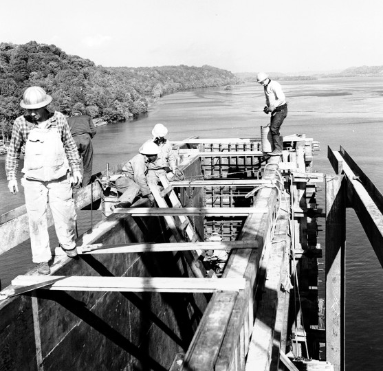 Bridge builders work high above the Susquehanna River during construction of I-95 in 1962. (Baltimore Sun)