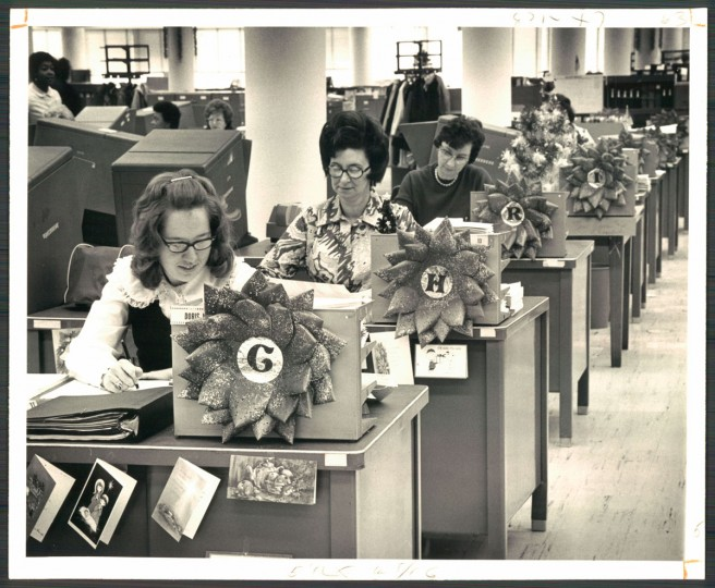 Wreaths made from punch cards decorate a row of desks, with the letters spelling out Christmas, on Dec. 24, 1972. (Baltimore Sun)
