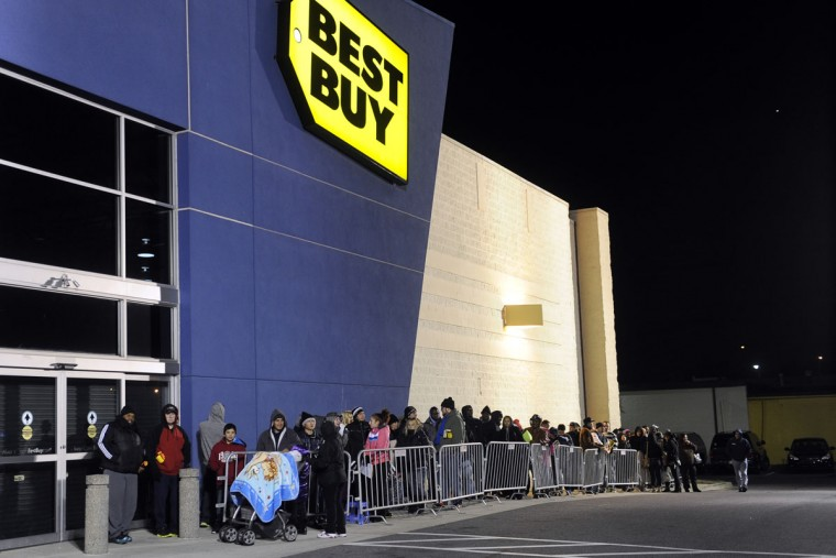 Thanksgiving shoppers wait in line for their chance to shop on Thanksgiving evening at Best Buy. (Barbara Haddock Taylor/Baltimore Sun)