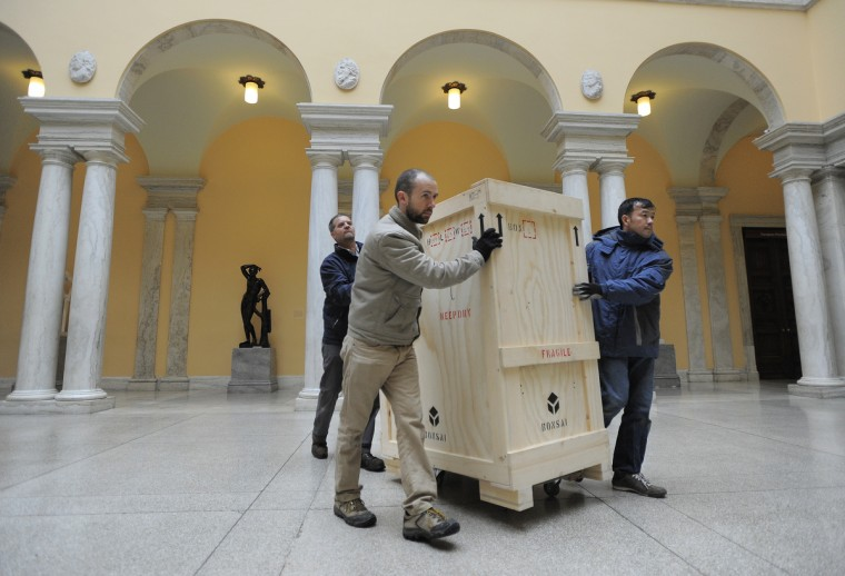 L-R Scott Pittman, Joe Hoffman and Anthony Tran of Bonsai Fine Arts, Inc move the crate carrying the bust of President George Washington. (Lloyd Fox/Baltimore Sun)