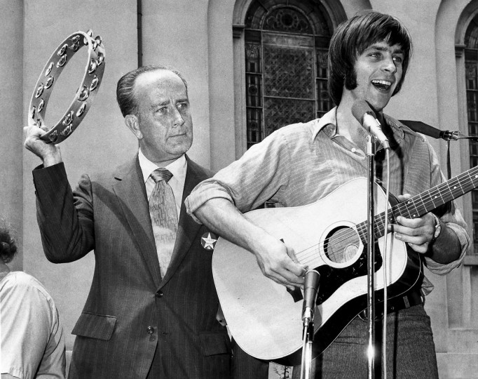 06/26/1971 - Baltimore, MD - The Baltimore City Fair Headquarters opened yesterday at 501 North Charles Street as William Donald Schaefer joined Joel Higgins of the Green Apple Nasties for a song during the super-celebration and free entertainment. (Weyman Swagger/Baltimore Sun)