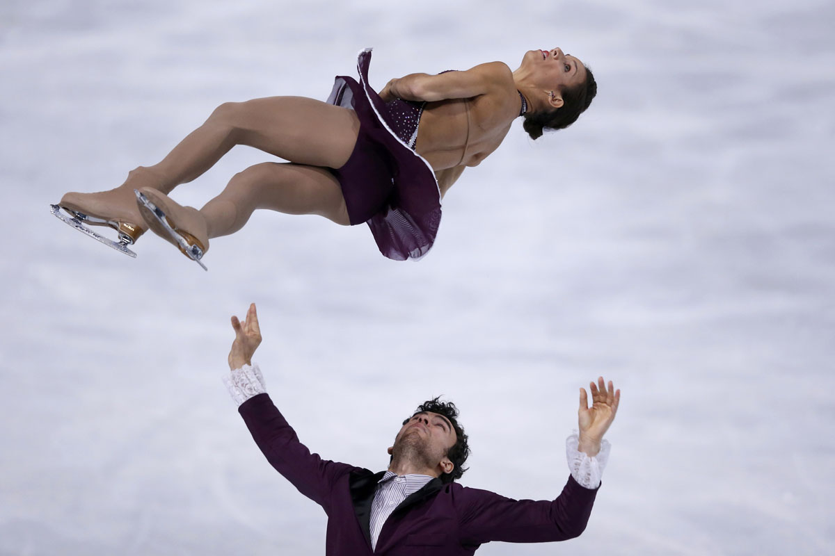 Meagan Duhamel and Eric Radford of Canada perform during their pairs free skating program at the ISU Bompard Trophy event at Bercy in Paris, November 16, 2013. (Gonzalo Fuentes/REUTERS)