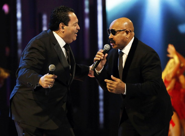 """Tito Nieves, left, and Oscar D'Leon of The Salsa Giants perform """"Para Celebrar"""" during the 14th Latin Grammy Awards in Las Vegas. (REUTERS/Mario Anzuoni)"""