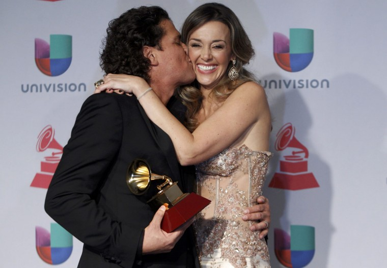 Carlos Vives kisses his wife Claudia backstage during the 14th Latin Grammy Awards in Las Vegas. (REUTERS/Steve Marcus)