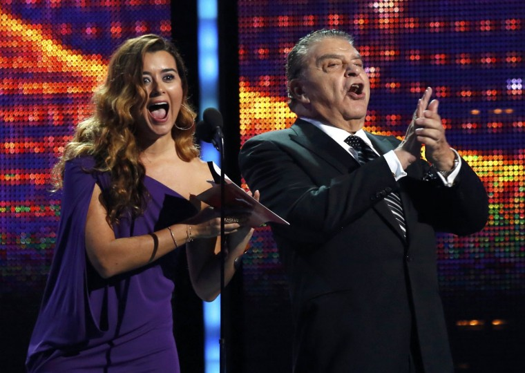 "Cote De Pablo and Don Francsico announce Marc Anthony as the winner for record of the year for ""Vivir Mi Vida"" during the 14th Latin Grammy Awards in Las Vegas. (REUTERS/Mario Anzuoni)"