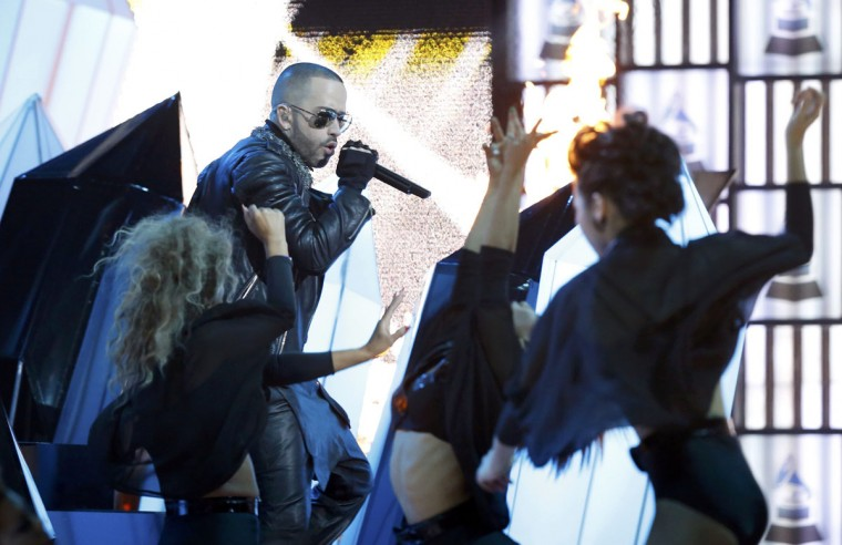 "Yandel, right, and Wisen perform ""Algo Me Gusta De Ti"" during the 14th Latin Grammy Awards in Las Vegas. (REUTERS/Mario Anzuoni)"
