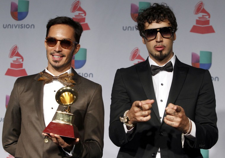 "Illya Kuraki and the Valderramas pose backstage with their Best Urban Song award for ""Ula Ula"" during the 14th Latin Grammy Awards in Las Vegas. (REUTERS/Steve Marcus)"