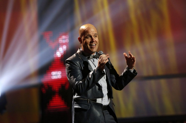 "Gian Marco performs ""La Flor De La Canela"" during the 14th Latin Grammy Awards in Las Vegas. (REUTERS/Mario Anzuoni)"
