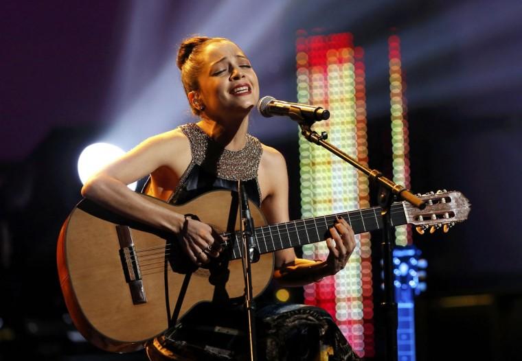 """Natalia Lafourcade performs """"Maria Bonita"""" during the 14th Latin Grammy Awards in Las Vegas. (REUTERS/Mario Anzuoni)"""