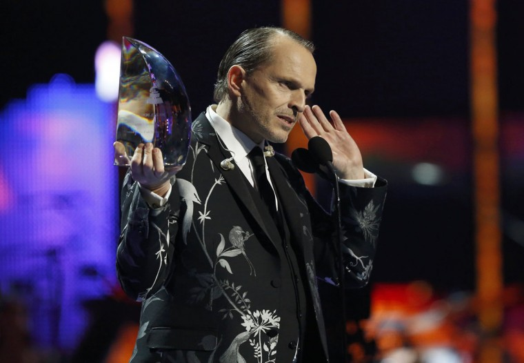 Miquel Bose accepts his Person of the Year Award during the 14th Latin Grammy Awards in Las Vegas. (REUTERS/Mario Anzuoni)