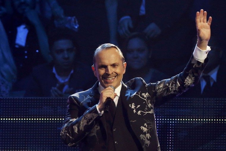 """Latin Recording Academy Person of the Year Miquel Bose performs """"Nada Particular"""" during the 14th Latin Grammy Awards in Las Vegas. (REUTERS/Mario Anzuoni)"""