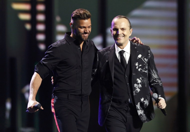 """Ricky Martin and Latin Recording Academy Person of the year Miguel Bose perform """"Bambu"""" during the 14th Latin Grammy Awards in Las Vegas. (REUTERS/Mario Anzuoni)"""