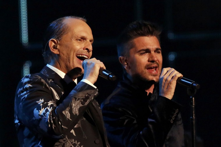 """Latin Recording Academy Person of the Year Miquel Bose, left, and Juanes perform """"Nada Particular"""" during the 14th Latin Grammy Awards in Las Vegas. (REUTERS/Mario Anzuoni)"""