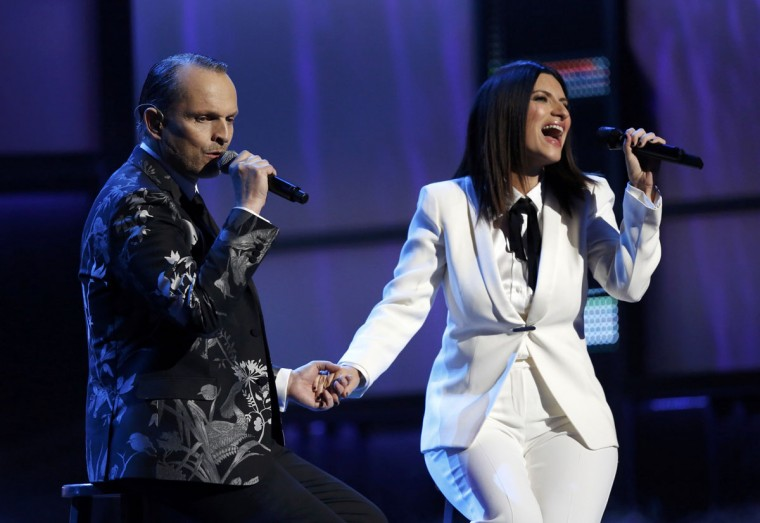 """Laura Pausini performs """"Te Amare"""" with Latin Recording Academy Person of the Year Miguel Bose during the 14th Latin Grammy Awards in Las Vegas. (REUTERS/Mario Anzuoni)"""