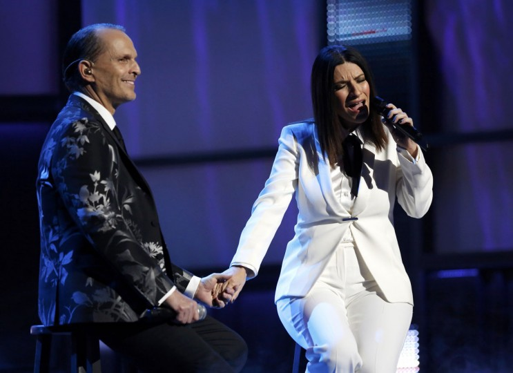 "Laura Pausini performs ""Te Amare"" with Latin Recording Academy Person of the Year Miguel Bose during the 14th Latin Grammy Awards in Las Vegas. (REUTERS/Mario Anzuoni)"