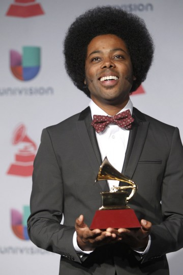 """Alex Cuba poses backstage with his award for best short form music video for """"Eres Tu"""" during the 14th Latin Grammy Awards in Las Vegas. (REUTERS/Steve Marcus )"""