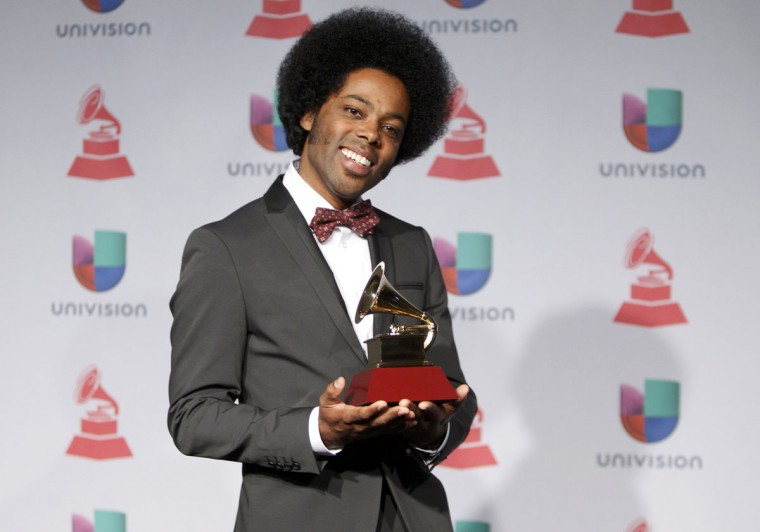 "Alex Cuba poses backstage with his award for best short form music video for ""Eres Tu"" during the 14th Latin Grammy Awards in Las Vegas. (REUTERS/Steve Marcus )"