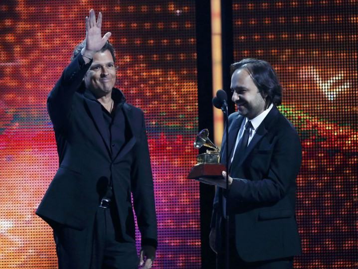 "Carlos Vive, left, and Andres Castro accept the Song of the Year award for ""Volvi a Nacer"" during the 14th Latin Grammy Awards in Las Vegas. (REUTERS/Mario Anzuoni)"