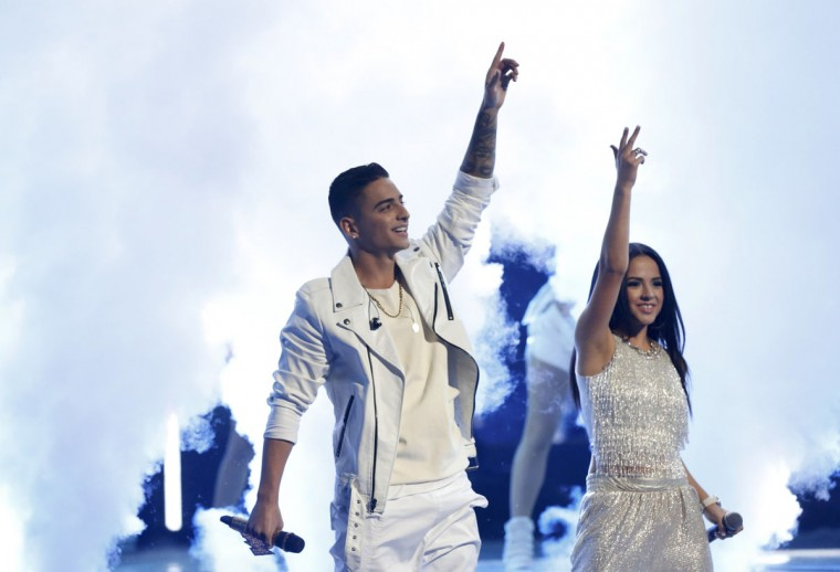 """Maluma performs """"La Temperatura"""" with Becky G during the 14th Latin Grammy Awards in Las Vegas. (REUTERS/Mario Anzuoni)"""