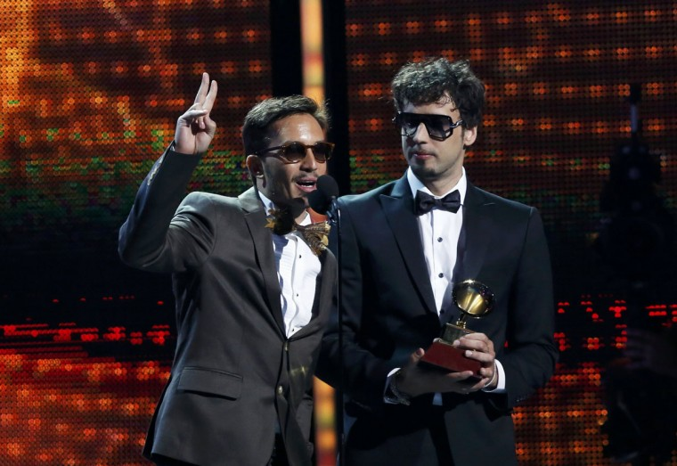 """Dante Spinetta, left, and Emmanuel Horvilleur of Illya Kuryaki and the Valderramas accept the Best Urban Song award for """"Ula Ula"""" during the 14th Latin Grammy Awards in Las Vegas. (REUTERS/Mario Anzuoni)"""