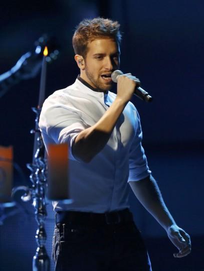 "Pablo Alboran performs ""Tanto"" during the 14th Latin Grammy Awards in Las Vegas. (REUTERS/Mario Anzuoni)"