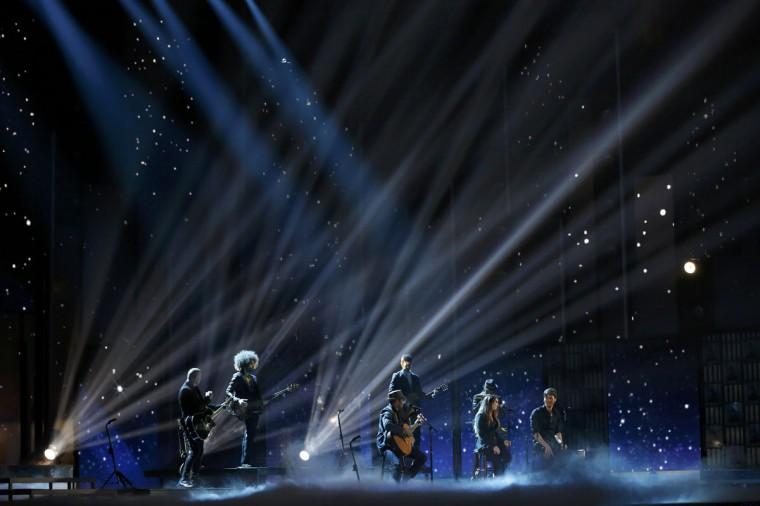 "Enrique Iglesias and India Martinez perform ""Loco"" during the 14th Latin Grammy Awards in Las Vegas. (REUTERS/Mario Anzuoni)"
