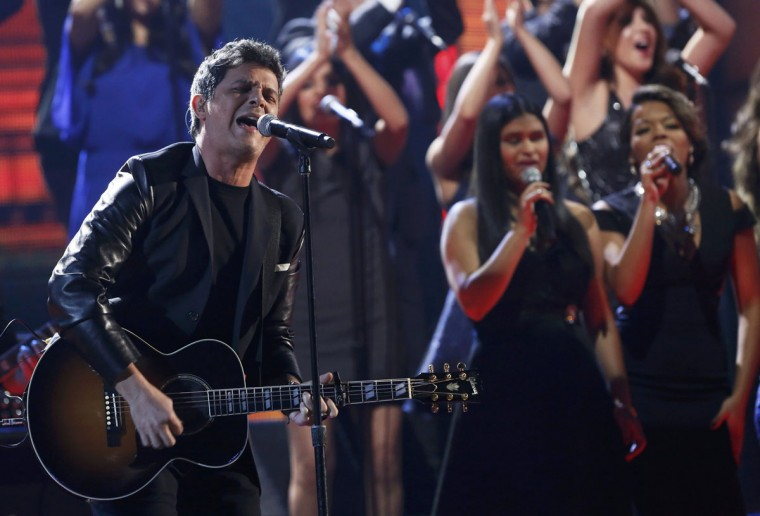 Alejandro Sanz performs La Musica No Se Toca during the 14th Latin Grammy Awards in Las Vegas. (REUTERS/Mario Anzuoni)