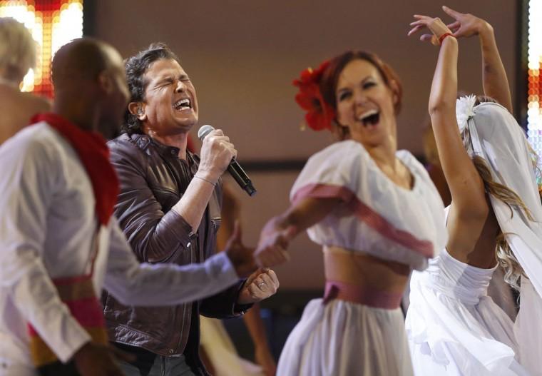 "Carlos Vives performs ""Volvi A Nacer"" during the 14th Latin Grammy Awards in Las Vegas. (REUTERS/Mario Anzuoni)"