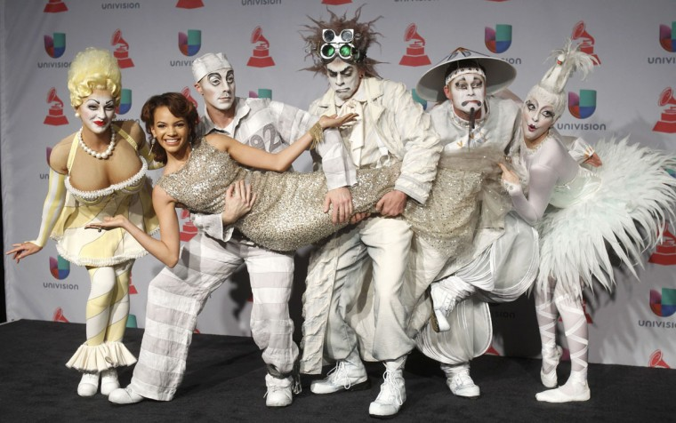 """Singer Leslie Grace poses backstage with Cirque du Soliel performers from the show """"Zarkana"""" during the 14th Latin Grammy Awards in Las Vegas. (REUTERS/Steve Marcus)"""