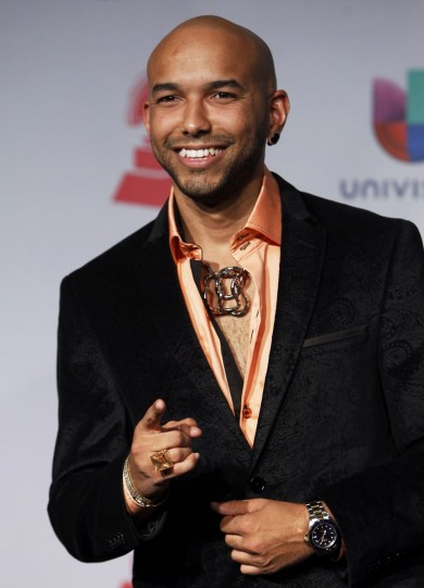 2NYCe poses backstage during the 14th Latin Grammy Awards in Las Vegas. (REUTERS/Steve Marcus)