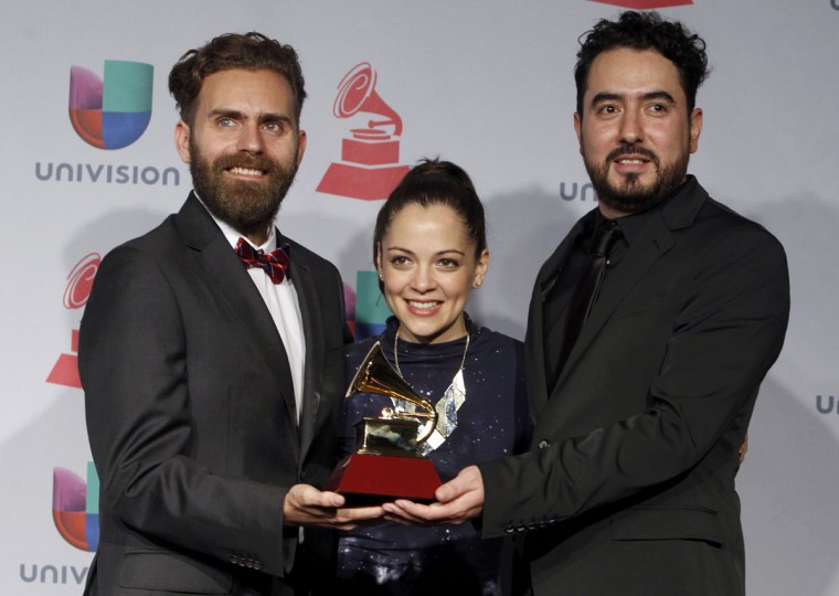 """From left, Gonzalo Ferrari, Natalia Lafourcade and Juan Luis Covarrubias pose with their award for Best Alternative Album for """"Mujer Divina - Homenaje A Agustin Lara"""" during the 14th Latin Grammy Awards in Las Vegas. (REUTERS/Steve Marcus)"""