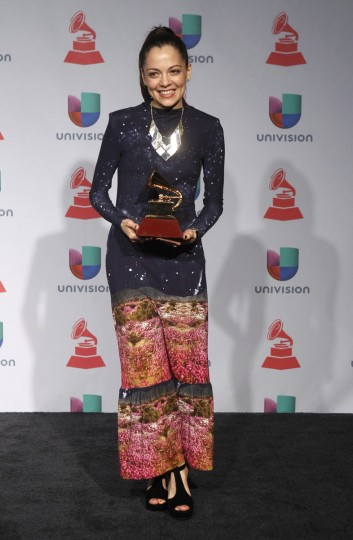 """Natalia Lafourcade poses with her award for best alternative album for """"Mujer Divina - Homenaje A Agustin Lara,"""" backstage during the 14th Latin Grammy Awards in Las Vegas. (REUTERS/Steve Marcus)"""