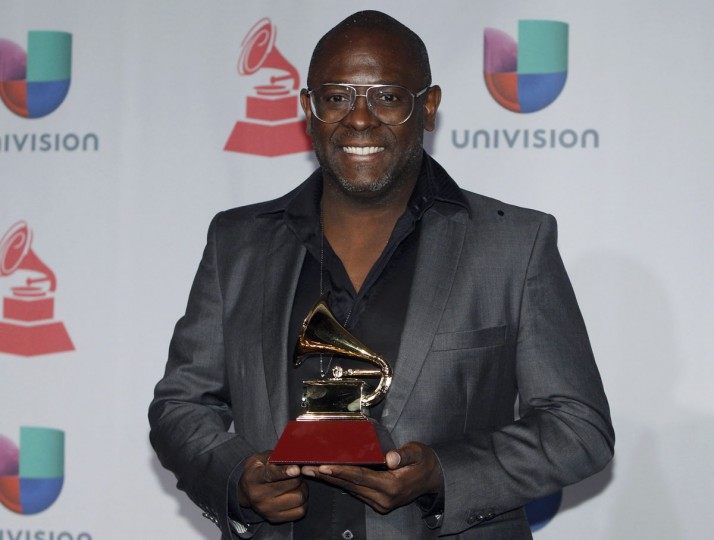 "Musician Kleber Lucas poses backstage with his Best Christian Album award for ""Profeta Da Esperanca"" during the 14th Latin Grammy Awards in Las Vegas. (REUTERS/Steve Marcus)"