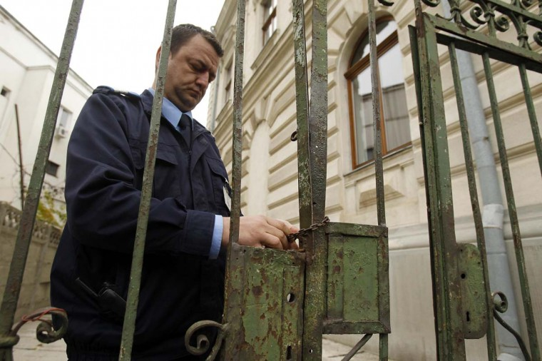 A guard locks the gates of the court where the trial of the suspects charged with stealing paintings from a Dutch museum is taking place, in Bucharest November 19, 2013. A Romanian court may hand the confessed Romanian ringleader of seven famous paintings stolen from a Dutch museum in October 2012, a seven year jail term when it meets during a Bucharest trial next week, his lawyer said on Tuesday. Radu Dogaru and two other Romanians pleaded guilty in the spectacular theft of the artworks including Picasso and Monet from Rotterdam's Kunsthal museum, one of the art world's biggest heists in recent years. A court judge told reporters at the end of Tuesday's session that a ruling sentence for Dogaru and gang member Eugen Darie will be announced on November 26.