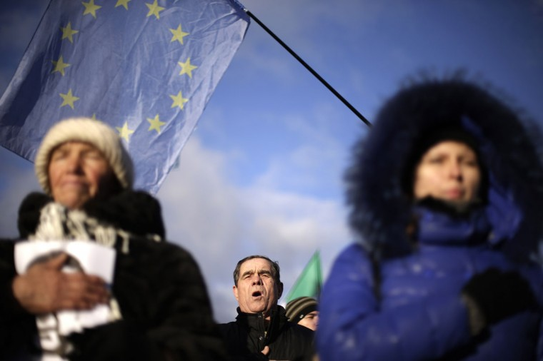 Protesters sing the Ukrainian anthem during a demonstration in support of EU integration at Independence Square in Kiev November 29, 2013. Ukraine's President Viktor Yanukovich failed on Thursday to salvage an ambitious free-trade pact with the European Union despite a warning that Ukraine was risking its future by turning its back on the deal. Ukraine and the 28-nation EU had aimed to sign an ambitious trade and cooperation agreement at Thursday's summit in the Lithuanian capital Vilnius, which would have marked a historic westwards shift by the former Soviet republic away from Russia's orbit. (Stoyan Nenov/REUTERS)