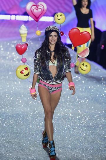 Model Sara Sampaio presents a creation during the annual Victoria's Secret Fashion Show in New York, November 13, 2013. (Lucas Jackson/Reuters)