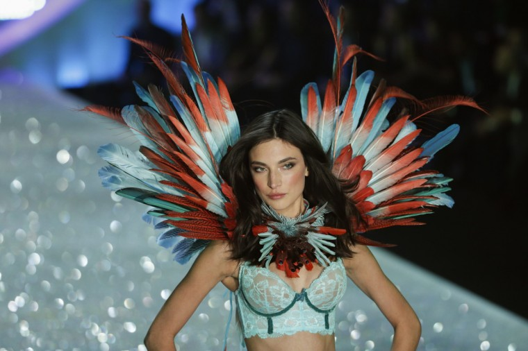 Model Jacquelyn Jablonski presents a creation during the annual Victoria's Secret Fashion Show in New York, November 13, 2013. (Lucas Jackson/Reuters)