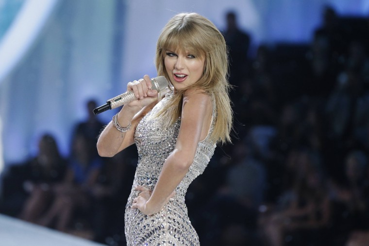 Singer Taylor Swift performs during the annual Victoria's Secret Fashion Show in New York November 13, 2013. (Lucas Jackson/Reuters)