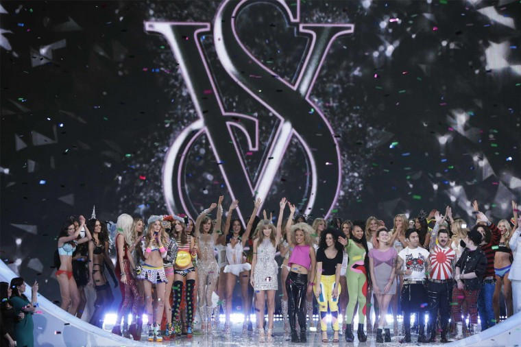 Singer Taylor Swift (C) stands onstage during the finale of the annual Victoria's Secret Fashion Show in New York, November 13, 2013. (Lucas Jackson/Reuters)