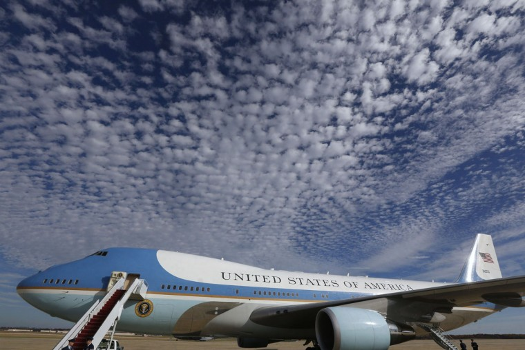Air Force One waits for U.S. President Barack Obama before departing Andrews Air Force Base outside Washington for a day trip to Dallas, November 6, 2013. (REUTERS/Larry Downing)