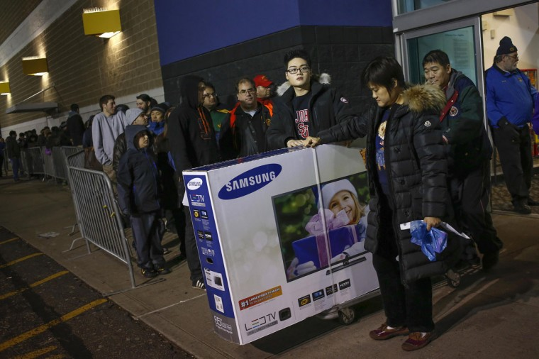 Shoppers leave with purchases at the Best Buy electronics store in Westbury, New York, November 29, 2013. Black Friday, the day following Thanksgiving Day holiday, has traditionally been the busiest shopping day in the United States. (Shannon Stapleton/REUTERS)