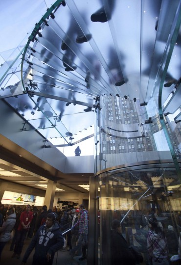 Shoppers are pictured inside an Apple store on 5th Ave during Black Friday Sales in New York November 29, 2013. Black Friday, the day following Thanksgiving Day holiday, has traditionally been the busiest shopping day in the United States. (Carlo Allegri/REUTERS)