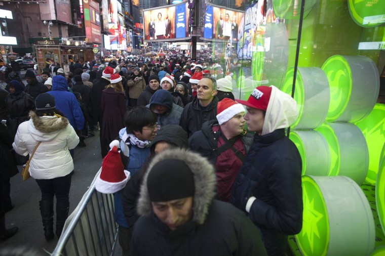 """People line up outside Toys""""R""""Us store in Times Square before their Black Friday Sale in New York November 28, 2013. (Carlo Allegri/REUTERS)"""