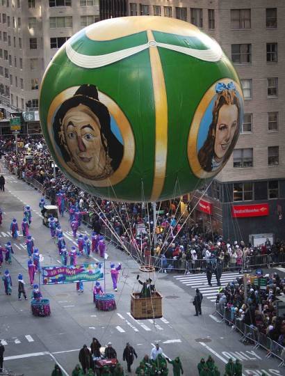A Wizard of Oz float makes it's way down 6th Ave. during the 87th Macy's Thanksgiving day parade in New York. (REUTERS/Carlo Allegri)