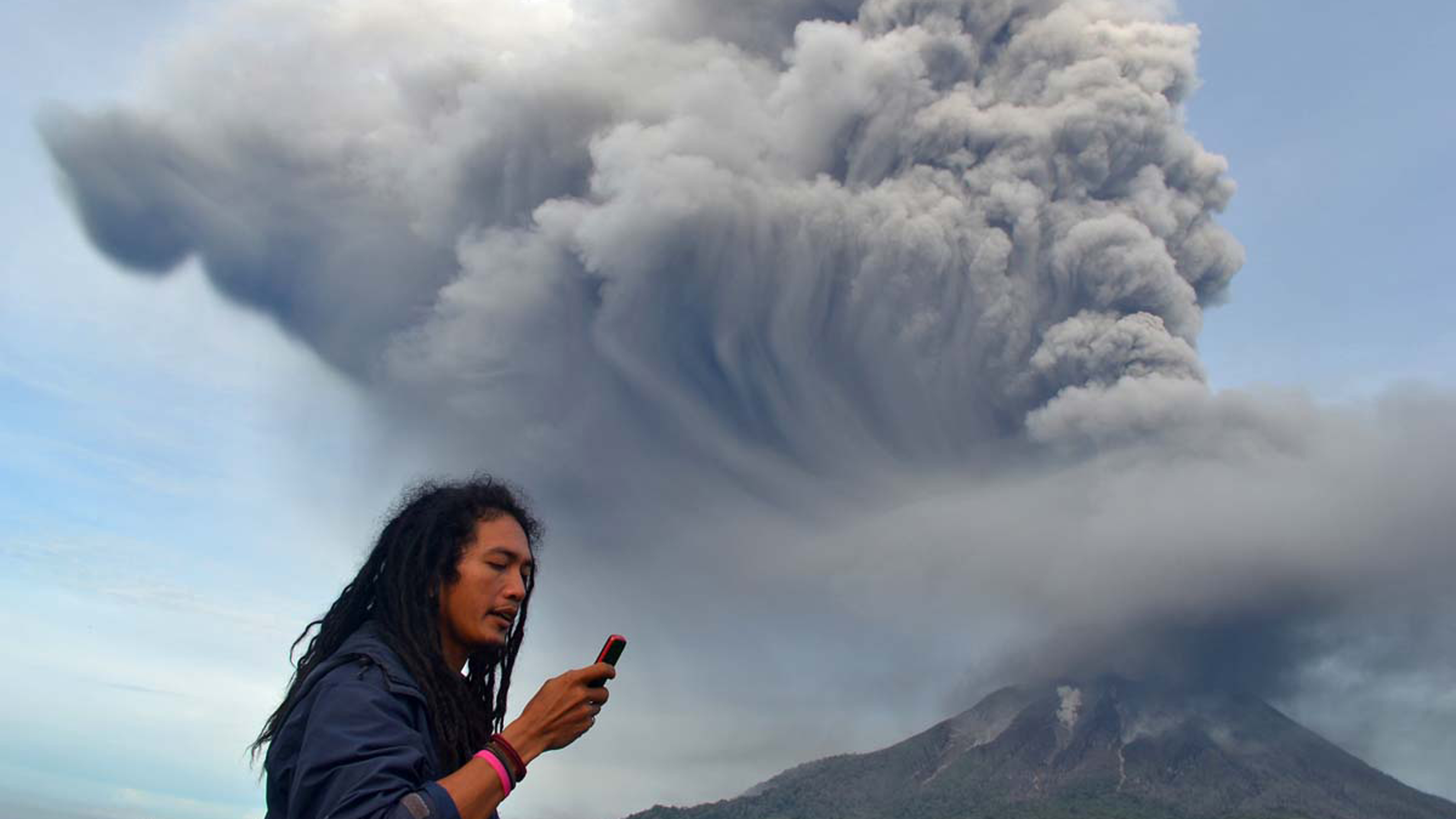 Nov. 18 Photo Brief: Indonesian volcano erupts, Dubai Airshow and more aid, normalcy sought following Typhoon Haiyan