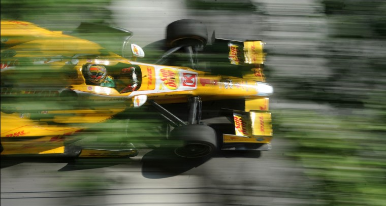 Ryan Hunter-Reay heads down Conway Street out of turn number four during the Grand Prix of Baltimore on September 1, 2013. (Jerry Jackson/Baltimore Sun)